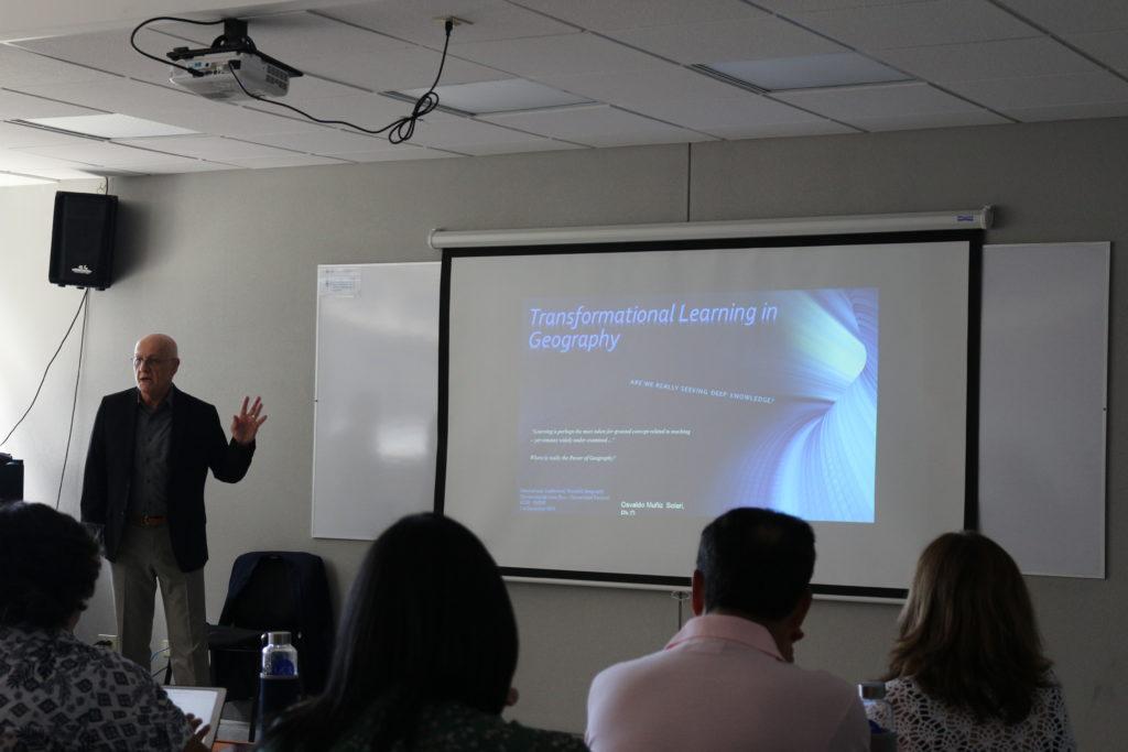 """""""Aprendizaje transformador en Geografía. ¿Estamos buscando realmente un conocimiento más profundo?"""" Osvaldo Muñiz-Solari, Texas State University, Estados Unidos"""
