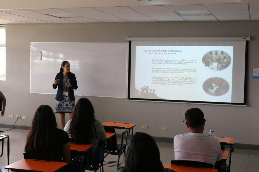 """""""Planes comunitarios para la reducción del riesgo, una herramienta que se construye participativ horasente"""" Lisbeth Álvarez Vargas. Universidad de Costa Rica, COSTA RICA"""