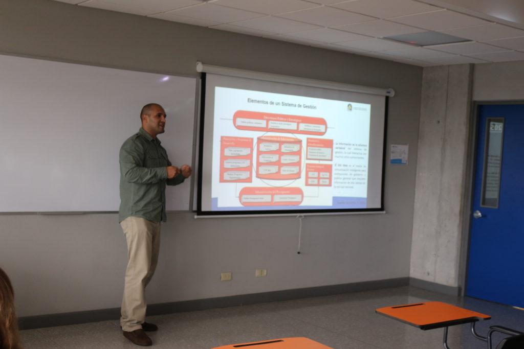 """""""Herramientas Geográficas como Componente de un Sistema de Gestión de Activos en Infraestructura vial"""" Paul Antonio Vega Salas. LANAMME, COSTA RICA"""